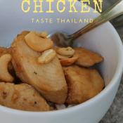 Taste Thailand with slow cooker cashew chicken. It's so wonderful when chicken recipes and crockpot recipes collide!